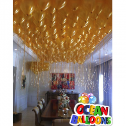 Золотое облако из 50 воздушных шаров