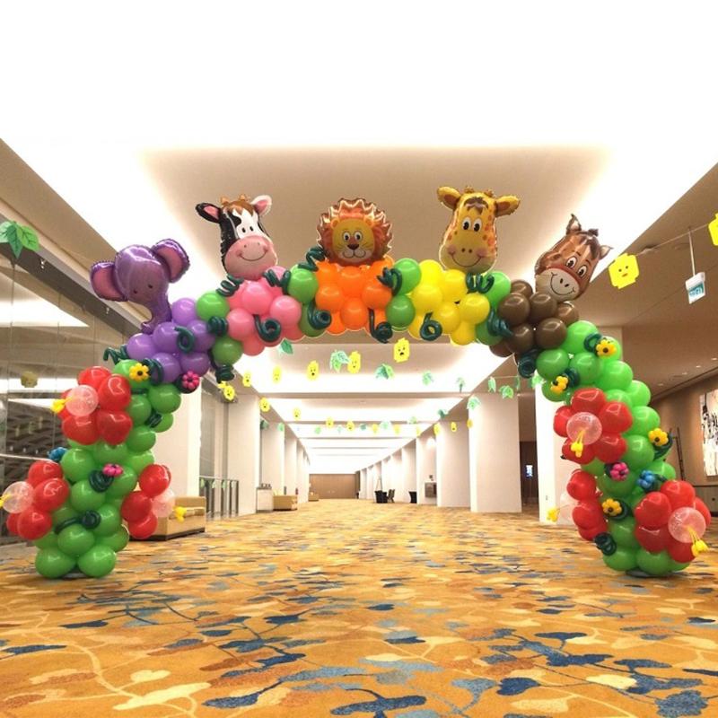 Арка из воздушных шариков с фольгированными фигурами
