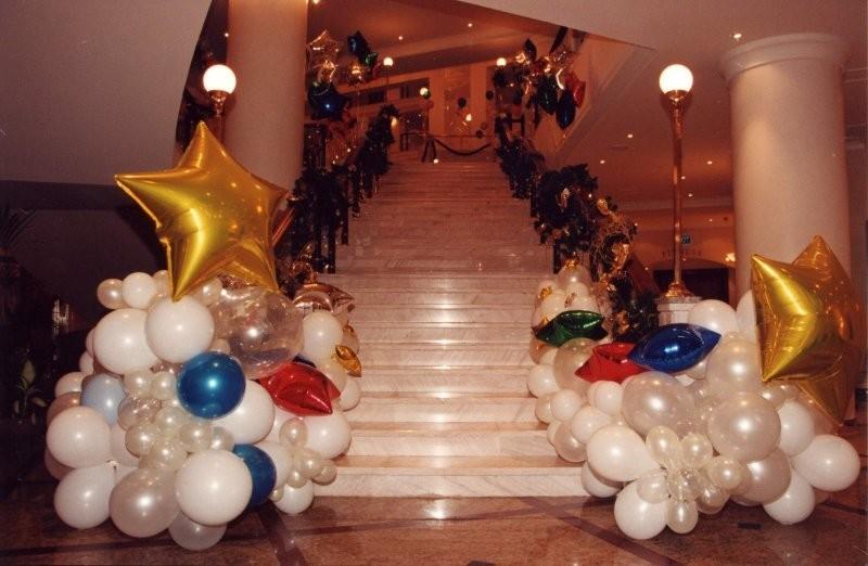 Украшение лестницы на 23 февраля