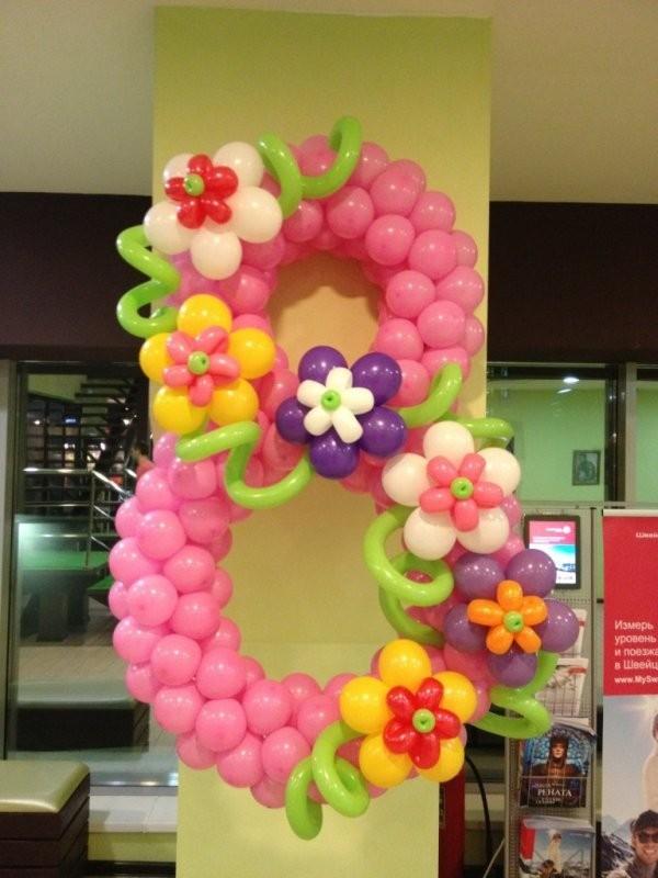 Цифра с цветами 8 марта