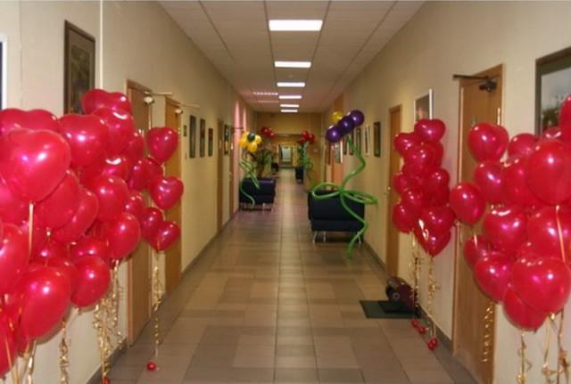 Украшение коридора на 8 марта