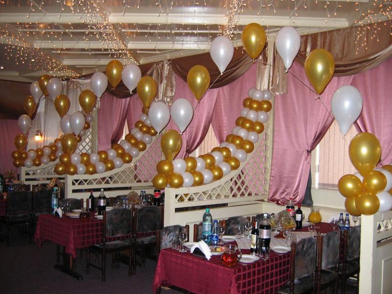 Праздничное оформление ресторана арками