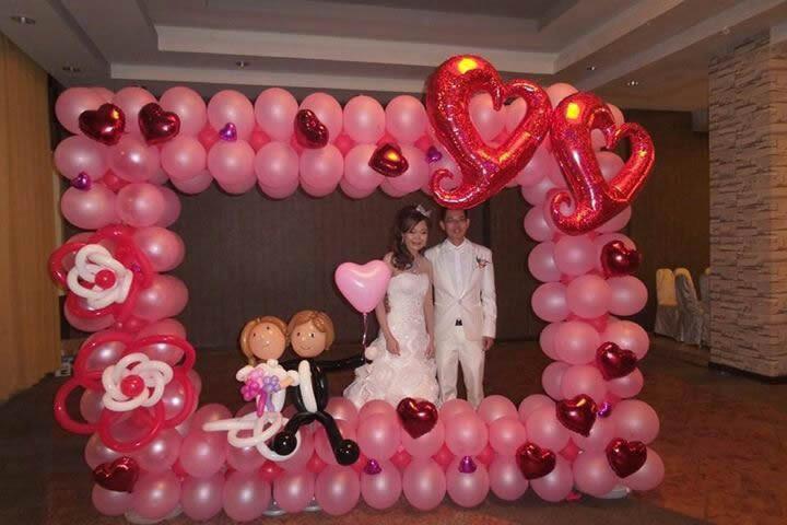 Гигантская свадебная рамка из шаров