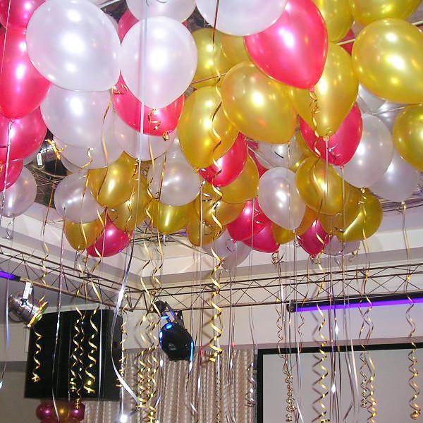 Белые и Золотые шары под потолок на выпускной