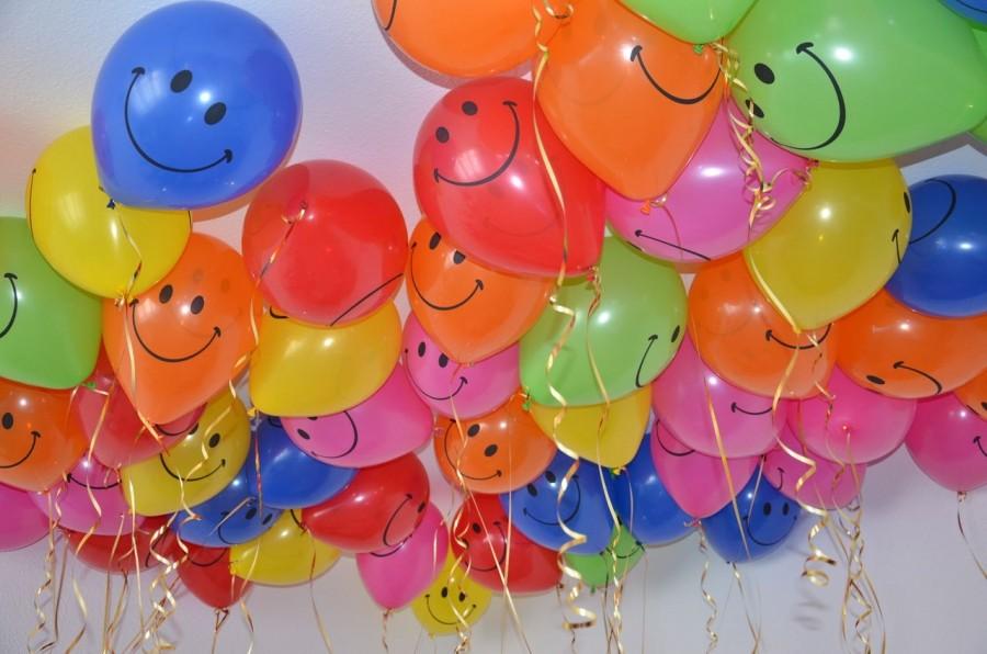 Разноцветные гелиевые шарики смайлики