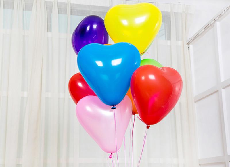 Разноцветные воздушные шары сердечки