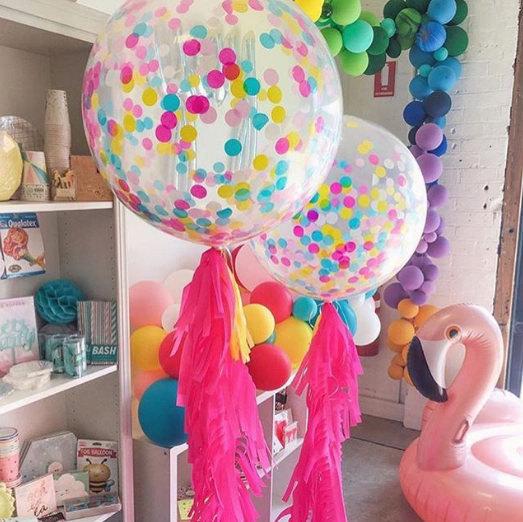 Больше гелиевые шары с  бахромой и  разноцветными конфетти