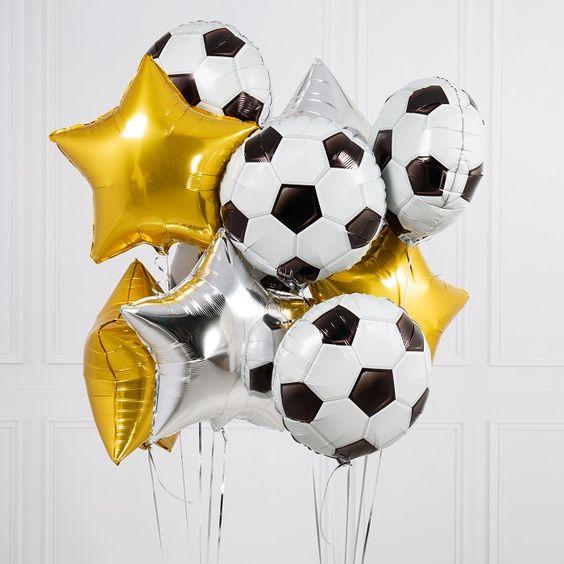 Футбольные мячи и золотые и серебряные звезды